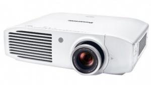 Der Panasonic PT-AH1000E richtet sich auch an Gamer.