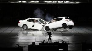 Crash-Test bei Toyota: E-Call ruft nach einem Unfall den Rettungsdienst.