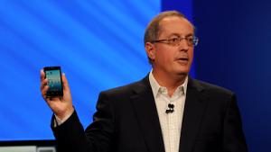 Paul Otellini präsentiert das x86-Smartphone mit Android.