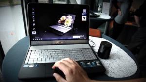 Asus: Multimedia-Notebook mit mattem Display