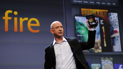 Amazon-Chef Jeff Bezos mit dem Kindle Fire