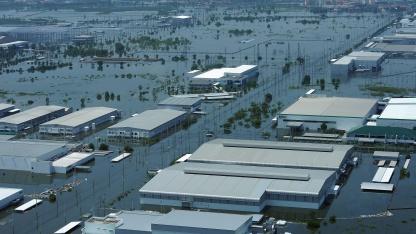 Hochwasser in einem Industrieviertel in Ayutthaya, nördlich von Bangkok