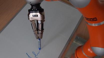 Fließende Bewegung: Roboter beim Schreiben