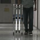 Blue Biped: Passiver Laufroboter geht von selbst