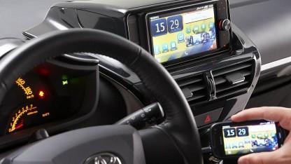 Touch Life zeigt Handyinhalte auf dem Autodisplay an.