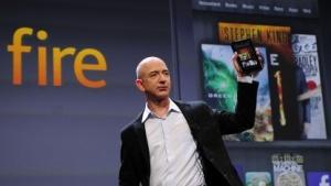 Amazon-Chef Jeff Bezos mit dem Kindle Fire