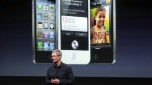 Apple-Chef Tim Cook stellt das iPhone 4S vor.