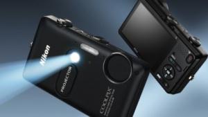 Die Nikon S1200pj kann als iPhone-Projektor verwendet werden.