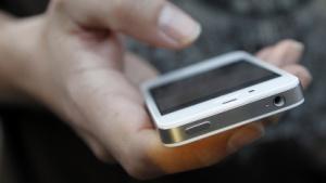 Schlechtere Laufzeiten: Apple spricht wegen Akkuproblemen mit iPhone-4S-Kunden
