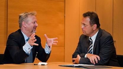 Hans-Peter Friedrich im Gespräch mit Richard Allen (Facebook)