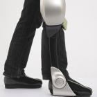 Pflege: Toyota stellt robotische Gehhilfen vor