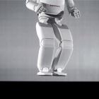 Honda: Humanoider Roboter Asimo hüpft auf einem Bein