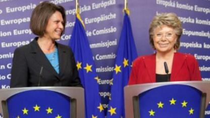 Ilse Aigner und Viviane Reding im November 2011 in Brüssel