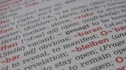 Für das Übersetzen gedruckter Texte reichen ein iPhone und die Abbyy-App aus.