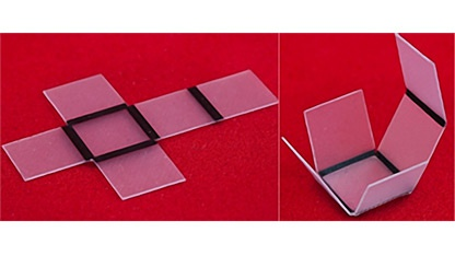 Die Polymerfolien falten sich selbst an den schwarzen Linien.
