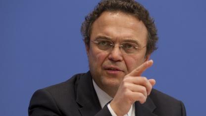 Bundesinnenminister Friedrich bei einer Pressekonferenz am 18. November 2011