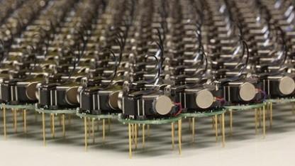 Kilobot: ein Schwarm aus 1.000 kleinen Robotern