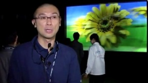 NICT-Forscher vor dem 3D-Display