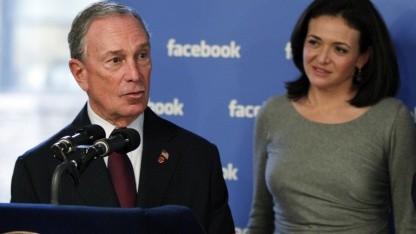 Michael Bloomberg, Bürgermeister der Stadt New York, und Facebook Chief Operating Officer Sheryl Sandberg (r.)