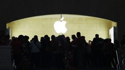 Kunden im neuen Apple Store in New York