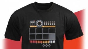 Tragbares Schlagzeug: Electronic Drum Machine Shirt
