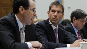 AT&T-Chef Randall Stephenson (links) und René Obermann von der Deutschen Telekom im Mai 2011