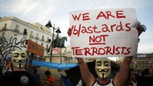 Anonymous kämpft mit sich selbst.
