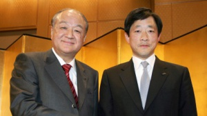 Sharp President Katsuhiko Machida (l.) und Mikio Katayama, Senior Executive Director der LCD-Sparte