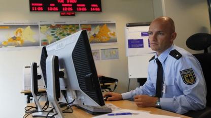 Bundespolizist am Computer (2009)