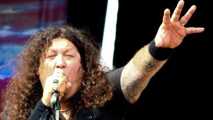 Testament-Sänger Chuck Billy auf einem Konzert in Italien 2008