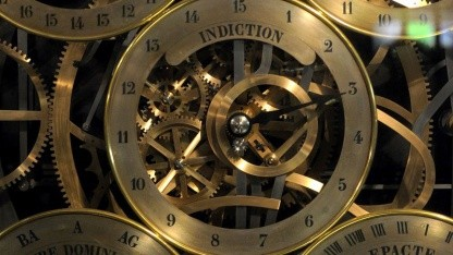 Uhr im Straßburger Münster: längere Tage