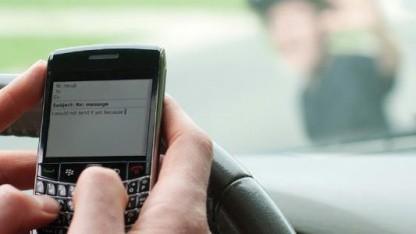 Cellcontrol verhindert das SMS-Schreiben während der Fahrt.
