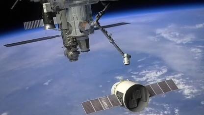Voller Terminkalender: So könnte das Andockmanöver der Dragon an ISS aussehen.