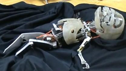 Roboterbaby von Chris Clarke: Filmdouble für echtes Baby