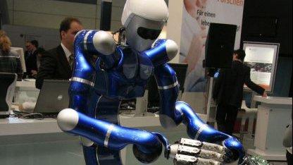Roboter Justin auf der Cebit 2009: Bewegungskoordination erforschen