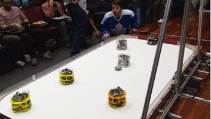 Robockey: Körperbetontes Spiel für robuste Roboter