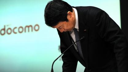 Docomo-Chef Ryuji Yamada entschudigt sich für Netzausfall