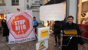 Wenig informiert über Risiken für die Kunden: Foebud-Aktion gegen RFID-Chips in der Kleidung