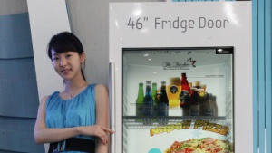 Kühlschrank mit 46 Zoll großem Transparentdisplay