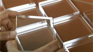 Härter als Glas, fest bis 1.200 Grad: Scheiben aus Alon