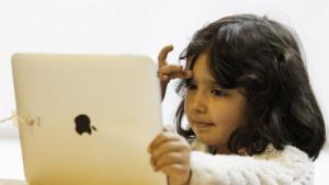 Mädchen mit iPad 2010 in London: mehr Gespräche von Angesicht zu Angesicht