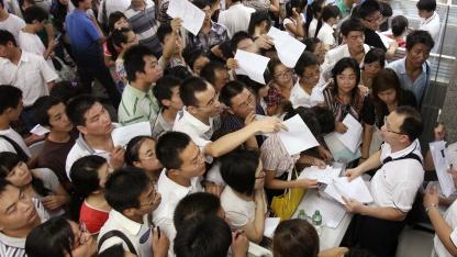 Bewerberschlangen in Zhengzhou im August 2010
