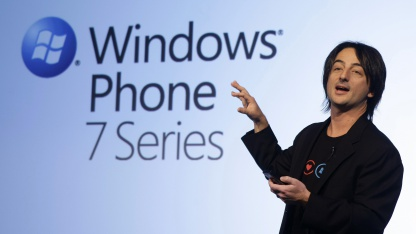 Joe Belfiore stellt Windows Phone 7 vor.