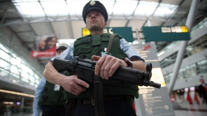 Polizei auf dem Flughafen Düsseldorf