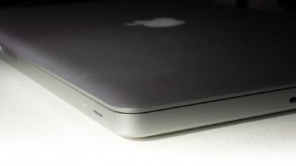 Noch ist das MacBook Pro mit über 2 cm recht dick.