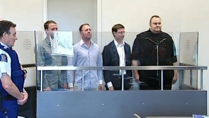 Die vier Festgenommenen vor Gericht