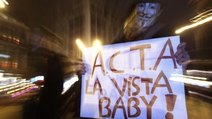 Demonstrant gegen Acta in Brüssel