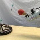 Treffsicher: Roboterhand aus Kaffeepulver lernt werfen