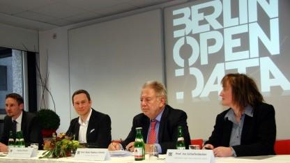 Von links nach rechts: Henning Köhler (Fraunhofer Fokus), Staatssekretär Nicolas Zimmer, Radu Popescu-Zeletin (Leiter Fraunhofer Fokus) und Projektleiterin Open Data Berlin, Ina Schieferdecker