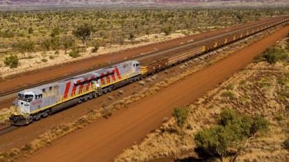Erzzug in der Region Pilbara: erste automatische Schwerlastferntransporte auf der Schiene